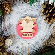 """Магнит новогодний """"Хрюшка Чепчик"""", фанера, 7 см, розовый   3910427"""